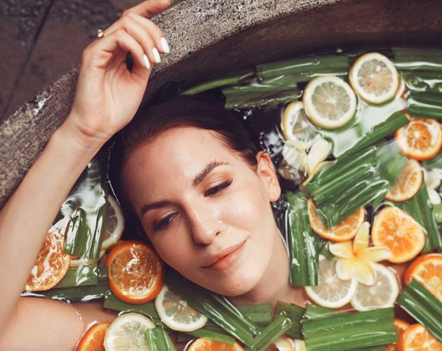 Ванна для тела с апельсинами, гвоздикой и молоком