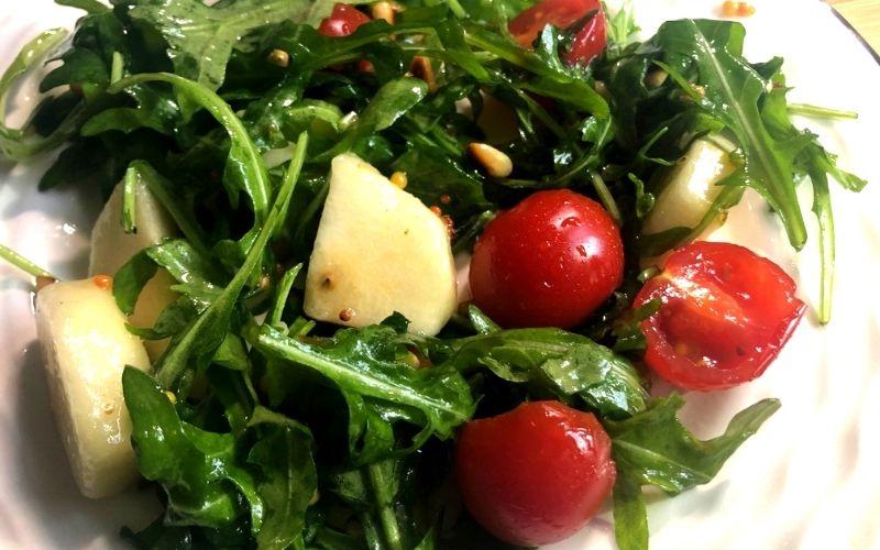 Салат из помидоров с поджаренным хлебом